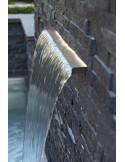 le rail lumineux souligne la lame d'eau